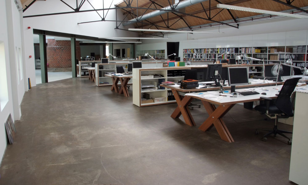 Betonlook gietvloer voor kantoor of woning – Gietvloer Betonlook