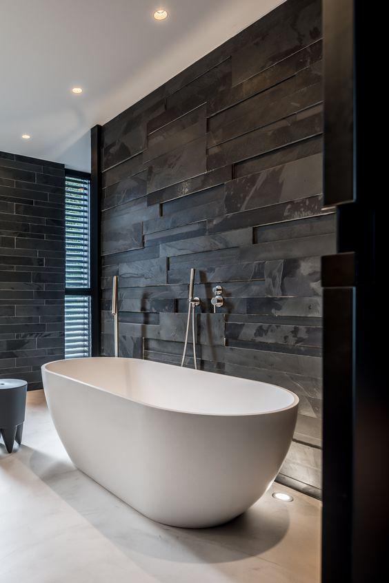 betonlook gietvloer lichtgrijs in de badkamer