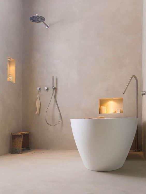 stijlvolle witte betonlook gietvloer badkamer